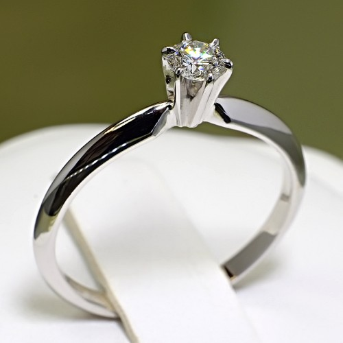 Gold or Platinum engagement ring with Diamond i009