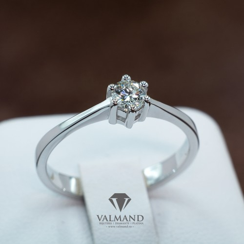 Gold or Platinum engagement ring with Diamond i1040