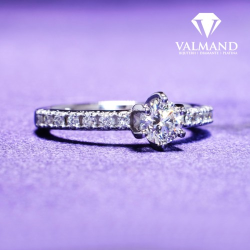 Gold or Platinum engagement ring with Diamonds i504DiDi
