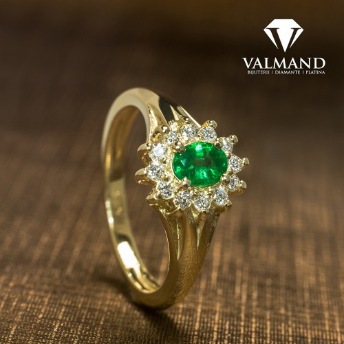 Gold engagement ring with Emerald and Diamonds i042006