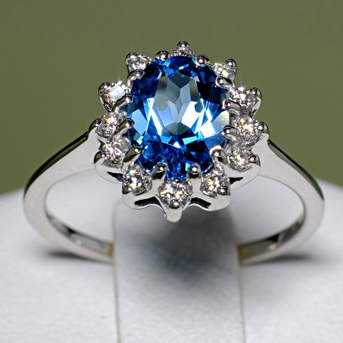 Gold ring with Swiss Blue Topaz and Diamonds 055TpSwDi