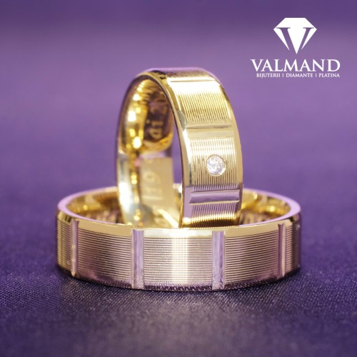 Gold or Platinum wedding bands striped model with Diamond v1207