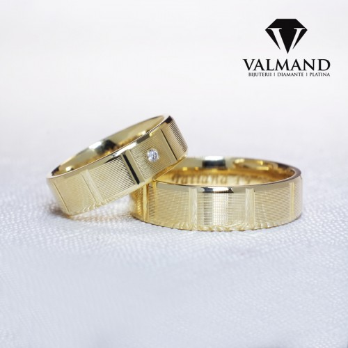 Gold or Platinum wedding bands striped model with Diamond v1207