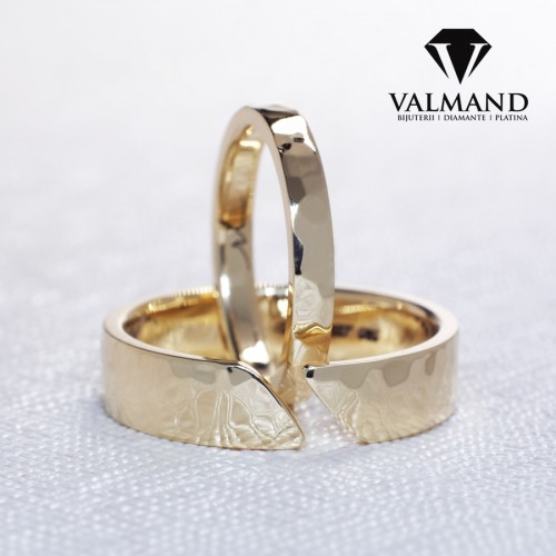 Gold or Platinum wedding bands Shinny Hammer finish v1213