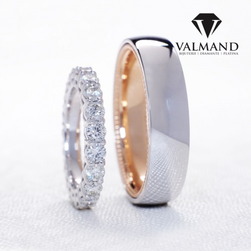 Vintage design wedding bands from Gold or Platinum with Diamonds v1230