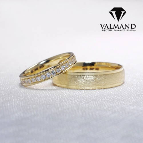 Gold or Platinum wedding rings with Diamonds v1248