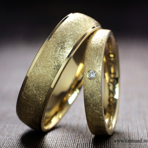 Gold wedding bands with Diamond v911