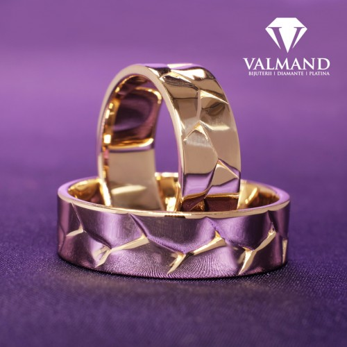 Gold wedding bands inspired from nature v9151